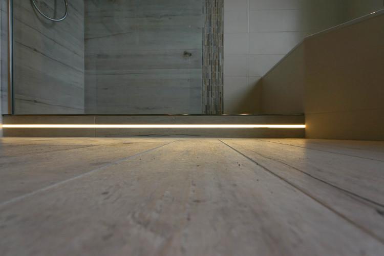 referenzbad mit gro er dusche und badewanne herrmann b der w rme wasser gmbh. Black Bedroom Furniture Sets. Home Design Ideas